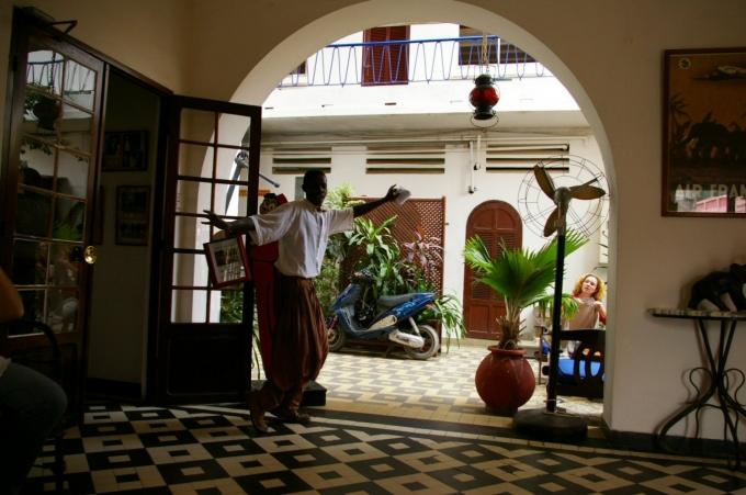 hotel2a.jpg